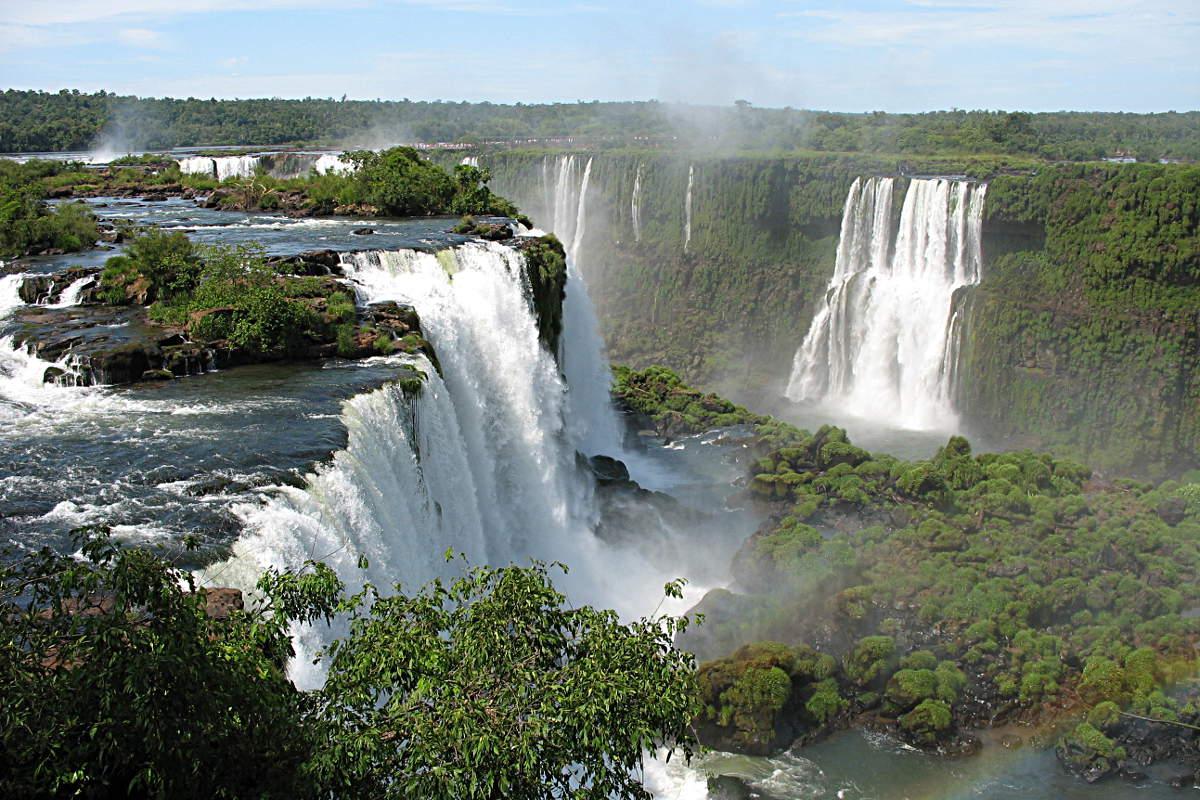 Die Wasserfälle von Iguazu gesehen vom brasilianischen Nationalpark