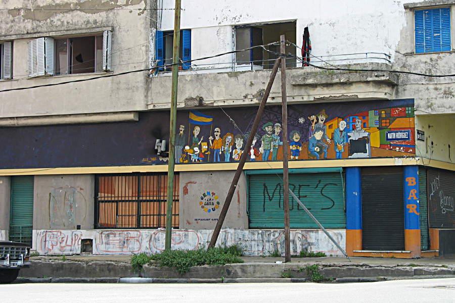Auch das ist La Boca - Moe's Bar mit illustrem Wandbild