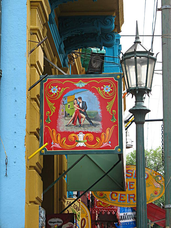 Bunte Schilder an den Shops im Viertel La Boca, Buenos Aires