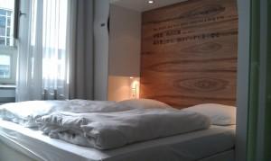 Bett im Doppelzimmer des Park Plaza Wall Street Berlin
