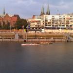 Drachenbootpaddler auf der Weser in Bremen