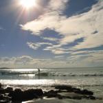Surfer am Strand von Noosa, Australien