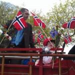 Der Esel feiert den norwegischen Nationalfeiertag