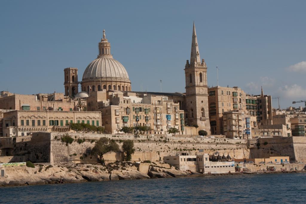 Historische Architektur auf Malta (vom Boot aus gesehen)