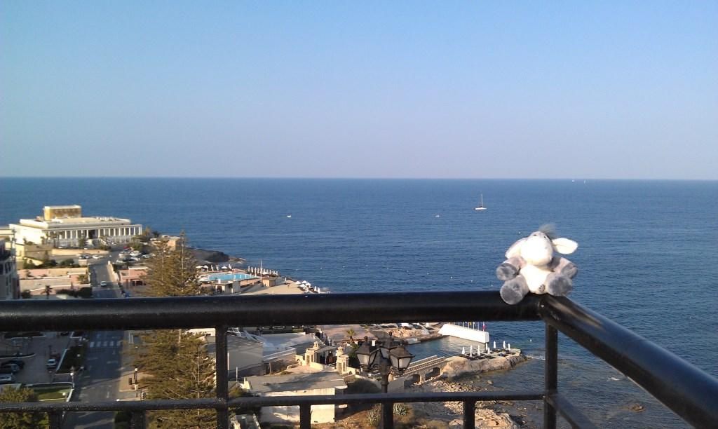 Blick von der Dachterrasse des Golden Tulip Vivaldi auf Malta