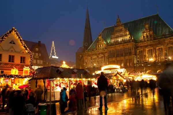 Christmas market in front of Bremen town hall