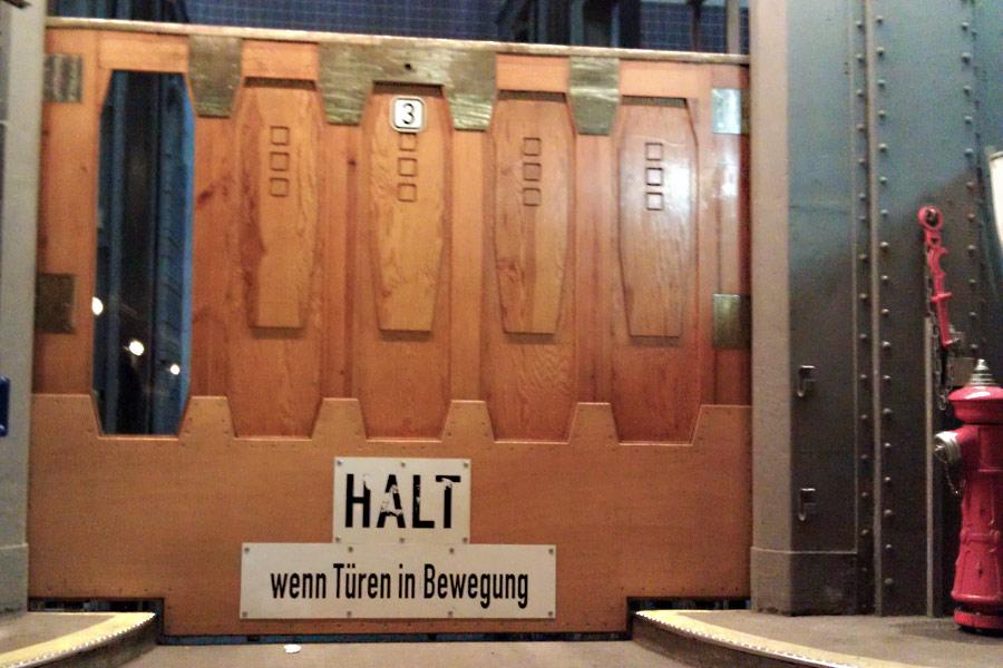 Aufzug für PKW im Alten Elbtunnel Hamburg
