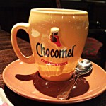 Ein Becher heißes Chocomel zum Frühstück - hmmm