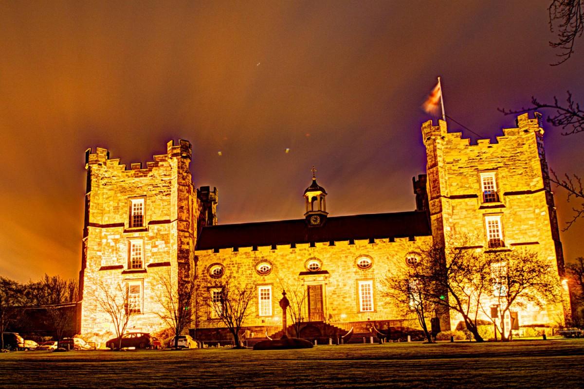 Das Hotel Lumley Castle nachts - HDR-Aufnahme