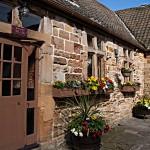 Lumley Castle - Eingang zu den Zimmern im Hof