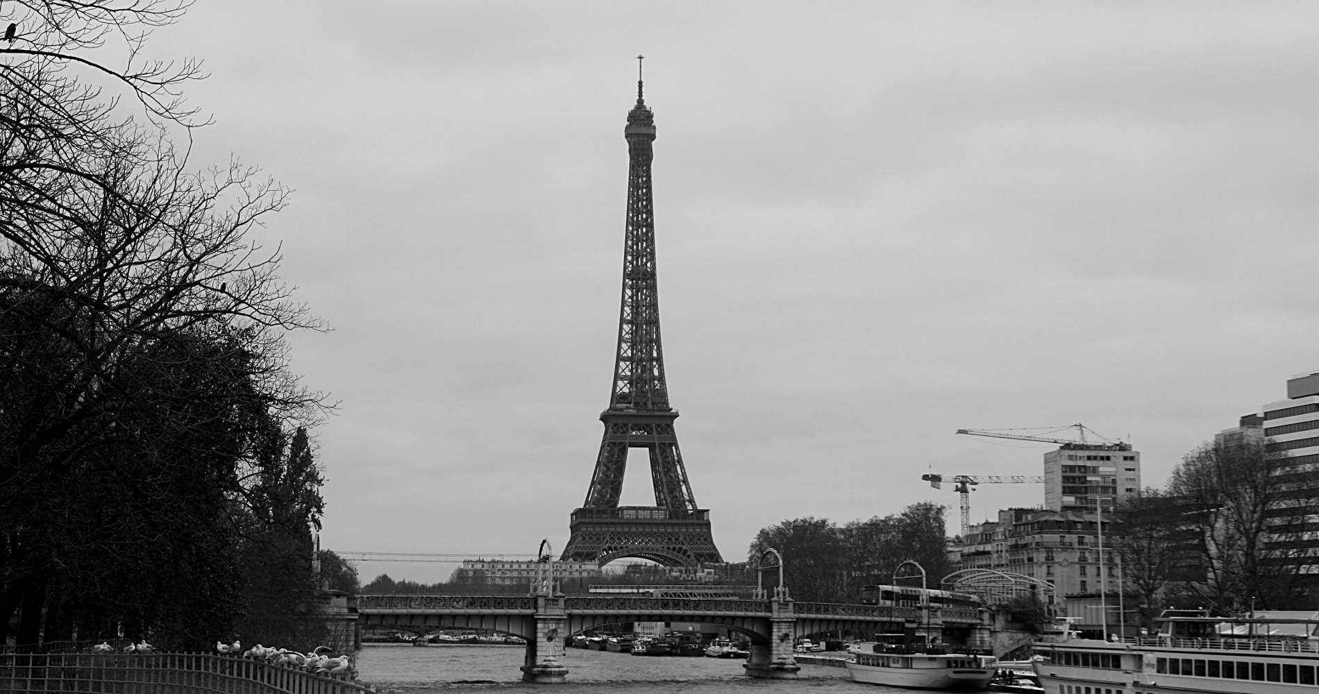 Der Eiffelturm im Winter in Paris