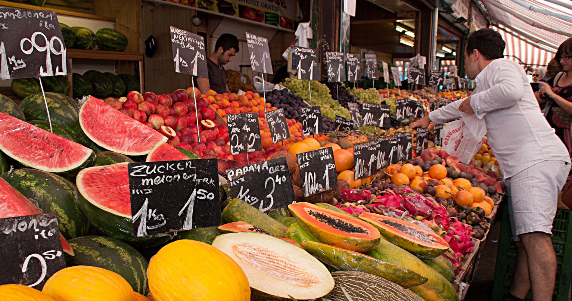 Obststand auf dem Naschmarkt von Wien