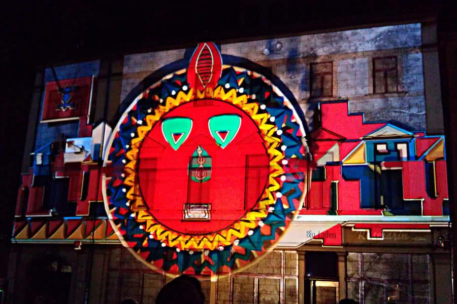 Nur eines der eindrucksvollen Motive beim Genius Loci Festival in Weimar - hier am Herderplatz