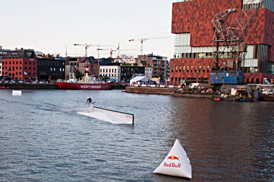 Wakeboard-Wettbewerb vor dem MAS, Antwerpen