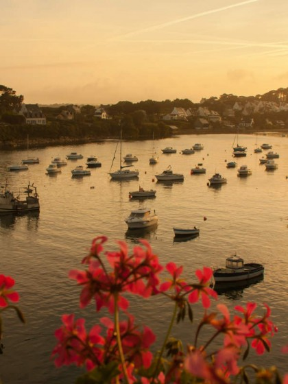 Sonnenaufgang im Hafen von Le Conquet in der Bretagne