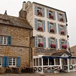 Unser Hotel am Hafen - das Zimmer ganz oben links war unseres.