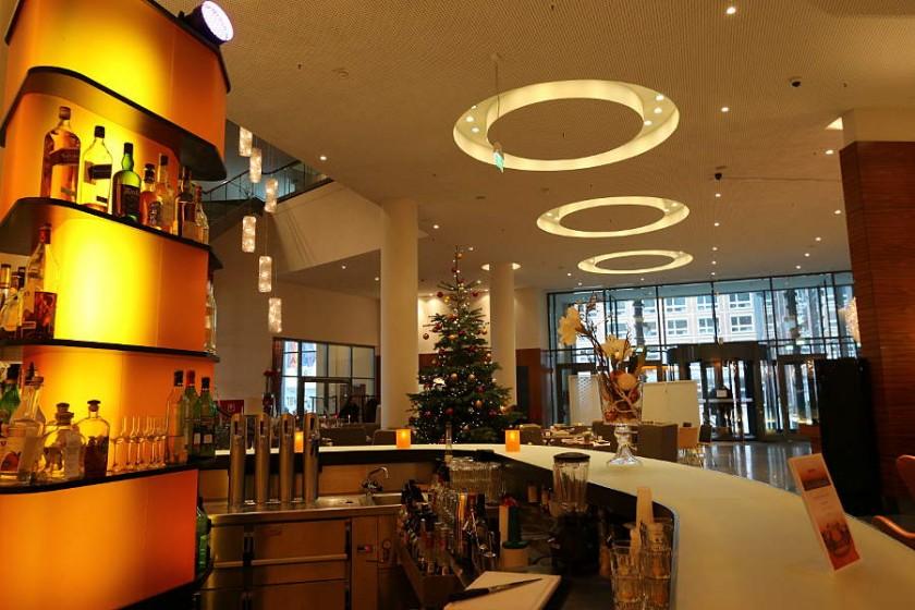 Die Amber Lounge Bar im Radisson Blu Hotel Rostock