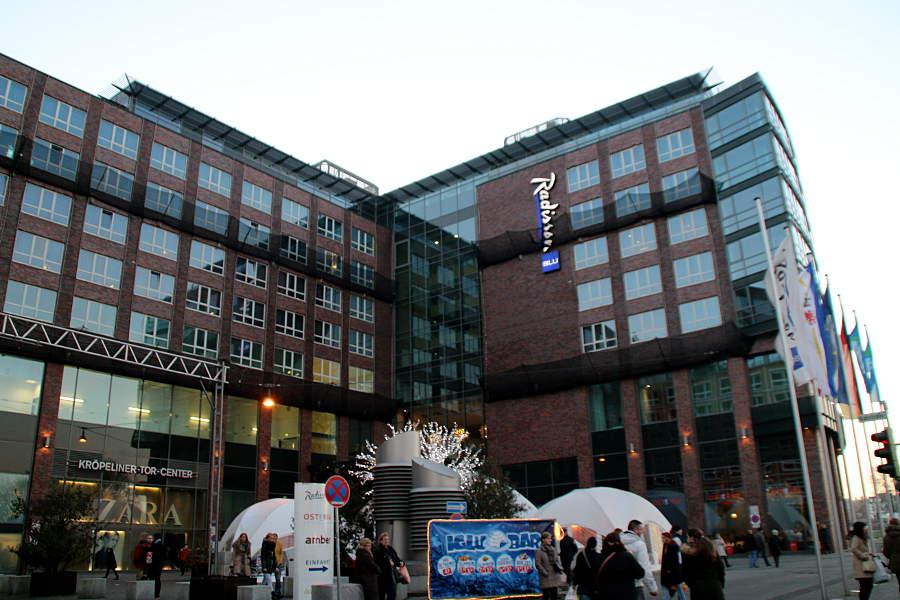 Das Hotel direkt am Kröpeliner Tor - im Winter gibt's direkt davor noch eine Iglo-Bar.