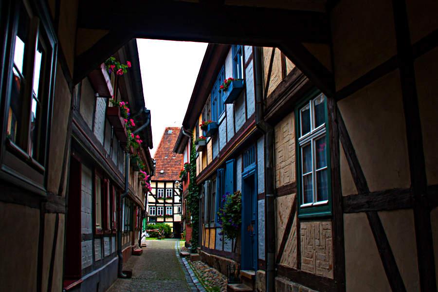 Obwohl ich aus Sachsen-Anhalt stamme, habe ich es erst im Juni nach Quedlinburg geschafft. Die Fachwerkstadt hat mich begeistert.