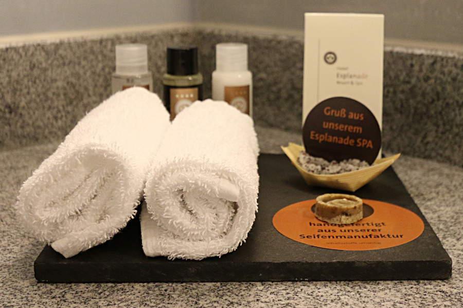 Kleine Aufmerksamkeiten aus der Seifenmanufaktur und dem SPA im Badezimmer