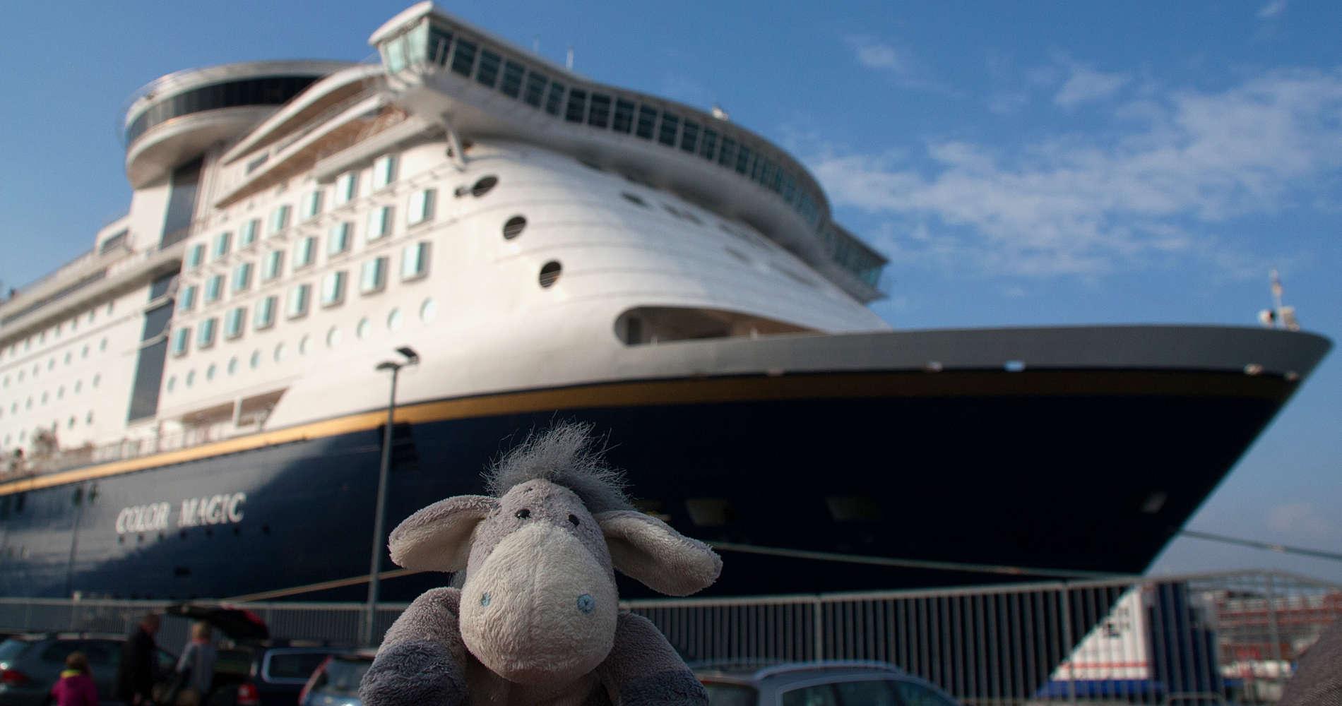 Der Esel am Norwegenkai in Kiel vor der Color Magic