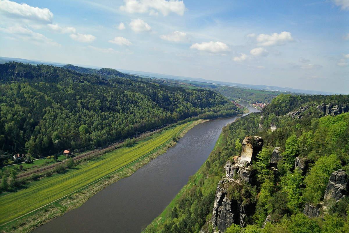Blick auf die Elbe vom Elbsandsteingebirge