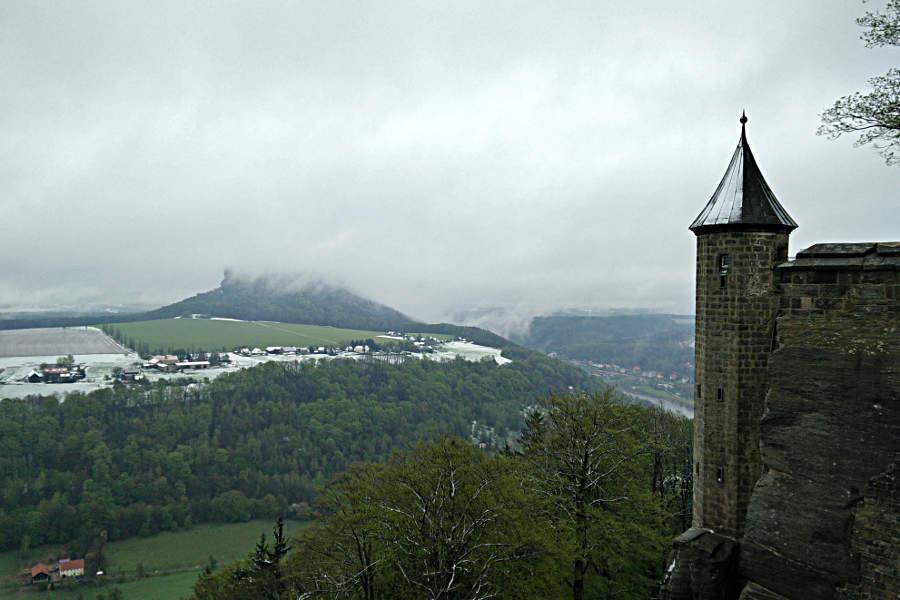 Der Lilienstein im Nebel - gesehen von der Festung Königstein