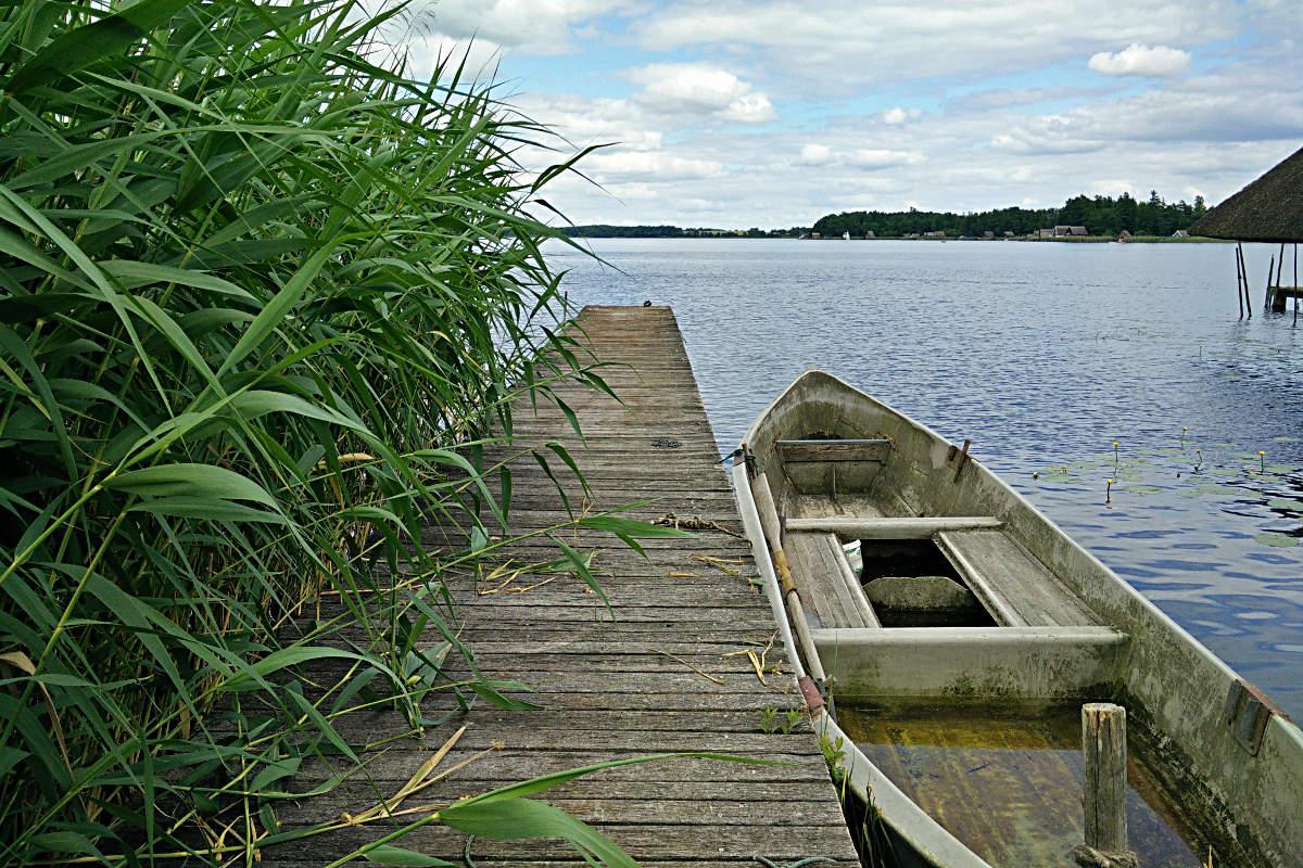 Sinkendes Boot am Krakower See, Mecklenburg