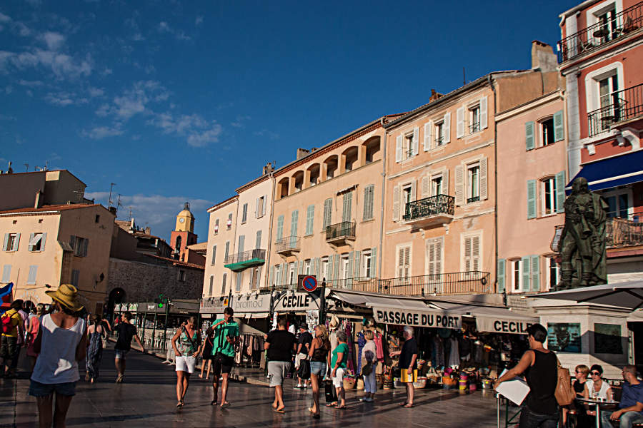 An der Hafenpromenade von St. Tropez