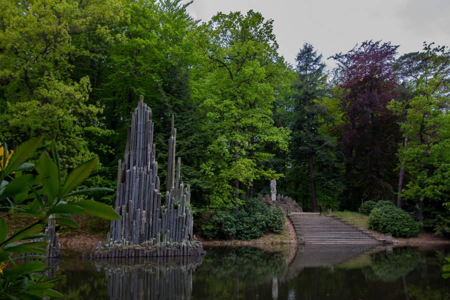 """Die Basaltsäulen im Rakotzsee werden auch """"Orgel"""" genannt. (c) Carolin Hinz www.esel-unterwegs.de"""