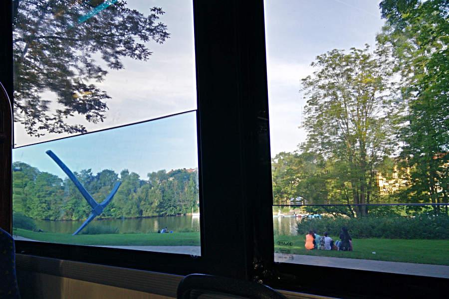 Buslinie 16 - The Ship von Pavel Braila - auf dem Weg zur Fuldaaue. (c) Carolin Hinz www.esel-unterwegs.de