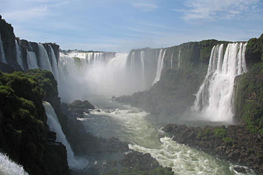 Die Wasserfälle von Iguazu in ihrer ganzen Pracht