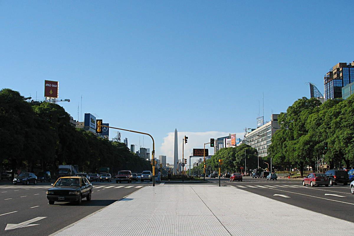 Der Obelisk an der Avenida de 25 Mayo in Buenos Aires