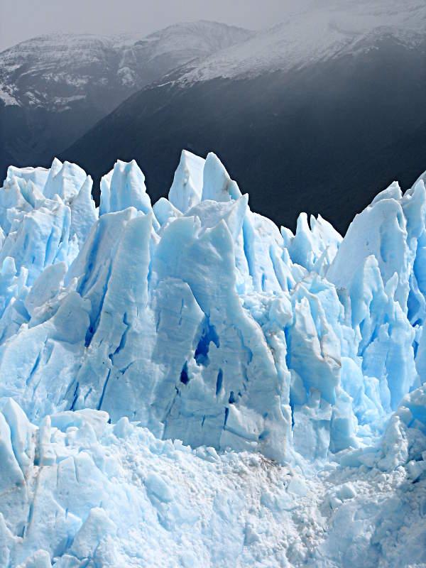Das Blau des Perito Moreno Gletschers ist wunderschön.