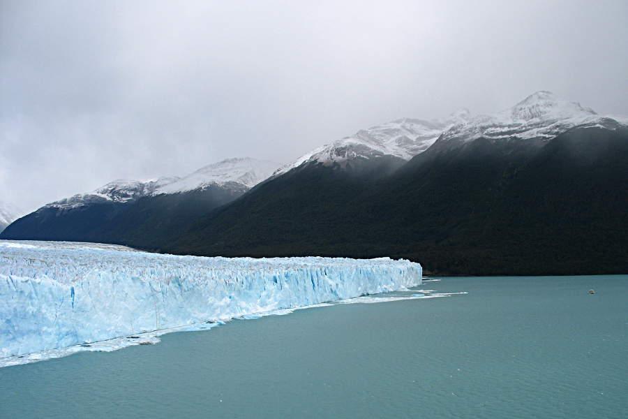 Mit Booten kann man die Gletscherkante abfahren - ich fand den Blick von hier schon beeindruckend.