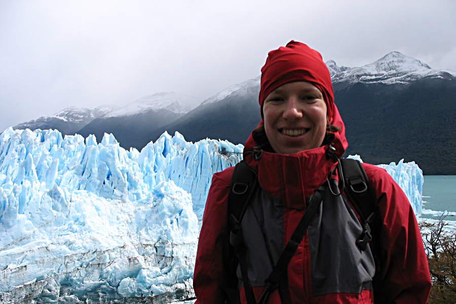Mal wieder ein Bild von mir - warm eingepackt vor dem Perito Moreno Gletscher.