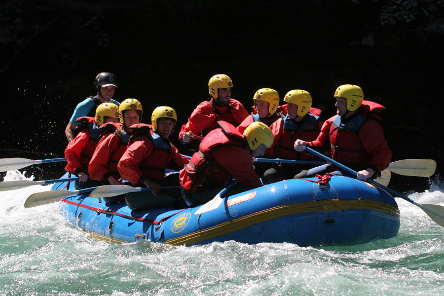 Unser voll besetztes Boot am Anfang der Rafting-Tour