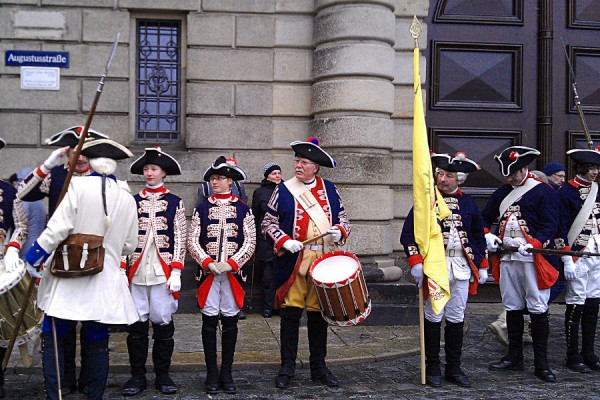 Musikgruppe in historischen Kostümen zum Stollenfest in Dresden