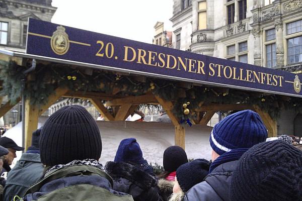 Der Riesenstollen zum 20. Stollenfest in Dresden
