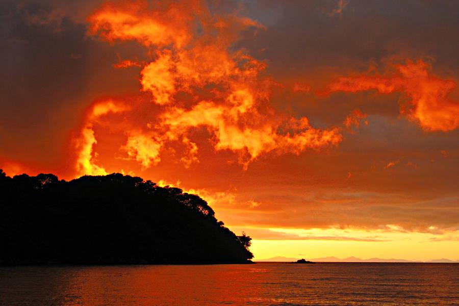 Sonnenaufgang am Abel Tasman Trek