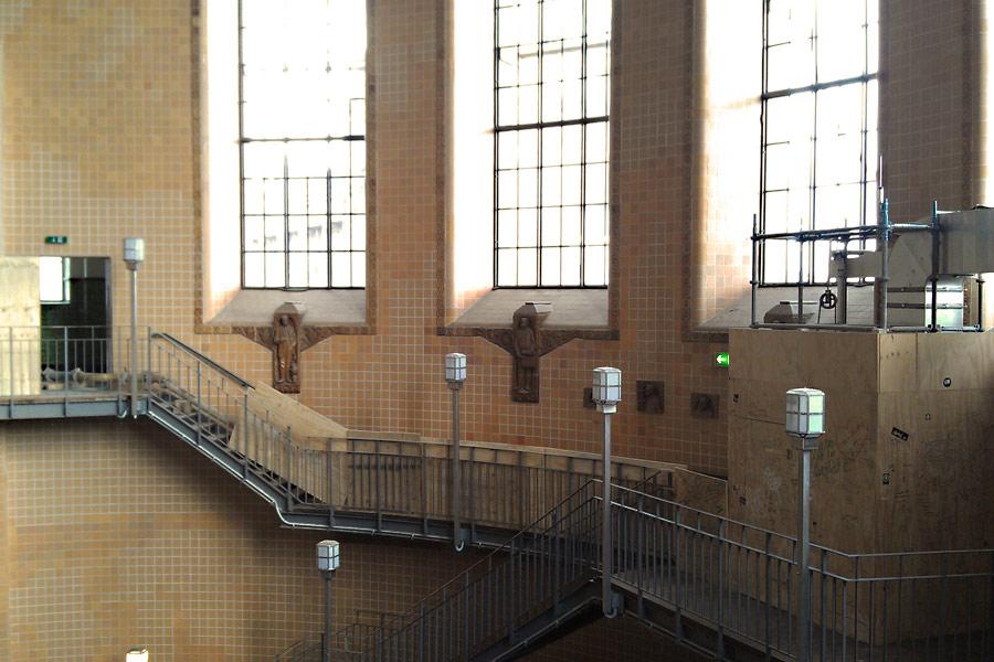 Treppen im Alten Elbtunnel von Hamburg