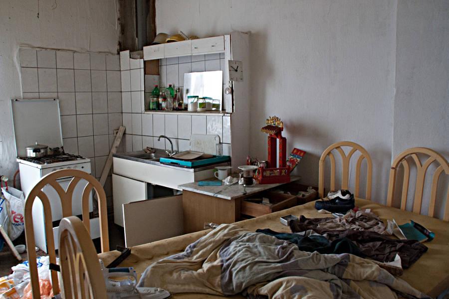 Lost Places Restaurant - Küche und Schlafraum, kitchen and bedroom