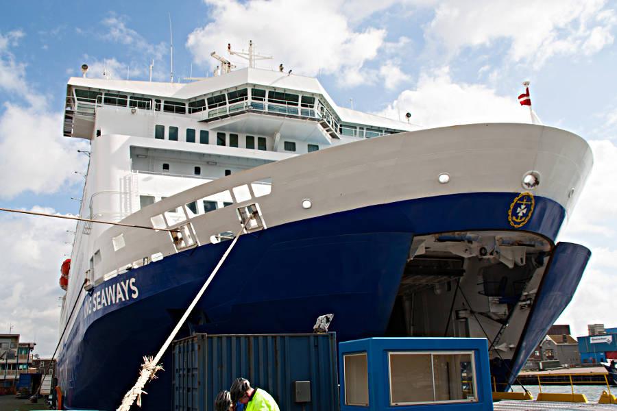 Warten aufs Boarding der King Seaways im Hafen von Ijmuiden