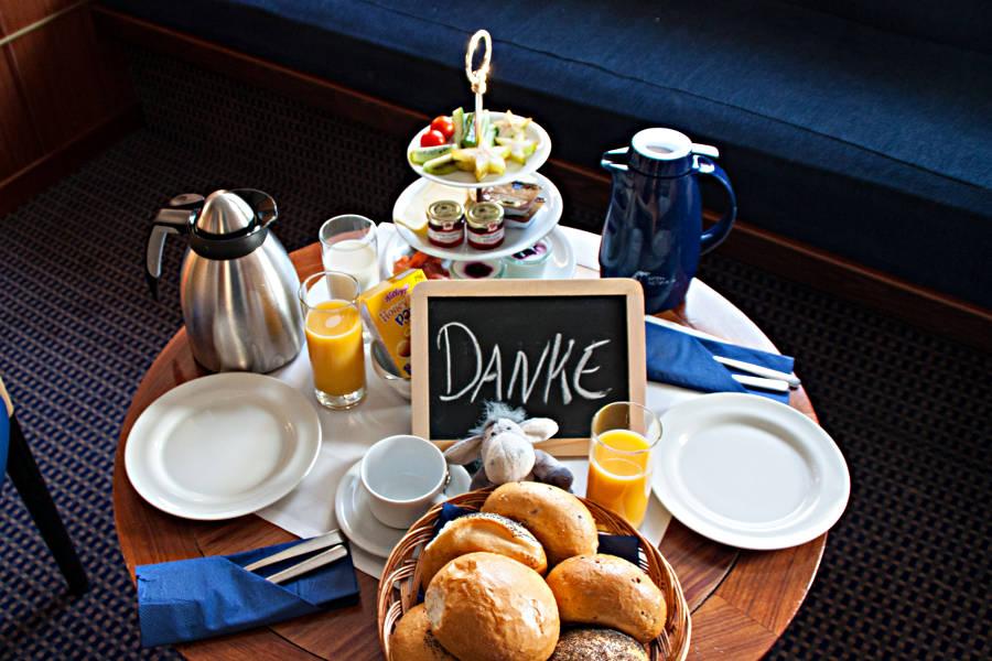 Frühstück in der Commodore Deluxe Suite