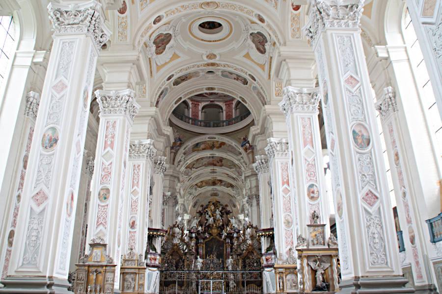 Im Inneren der Kirche vom Kloster Schöntal