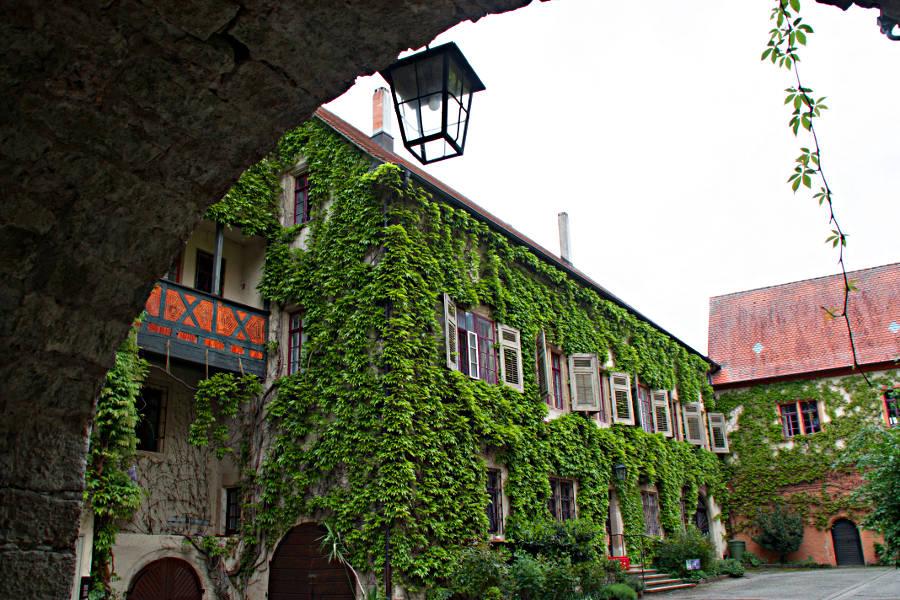 Der Hof von Schloss Eyb in Dörzbach - am Kulturwanderweg Jagst