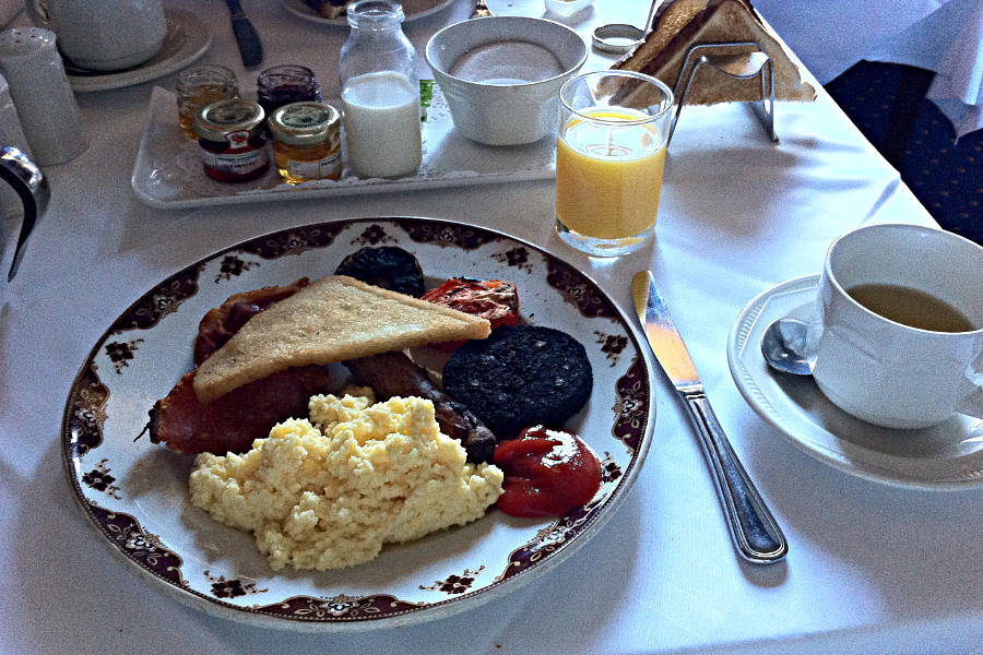 Das English Breakfast im Hotel Lumley Castle