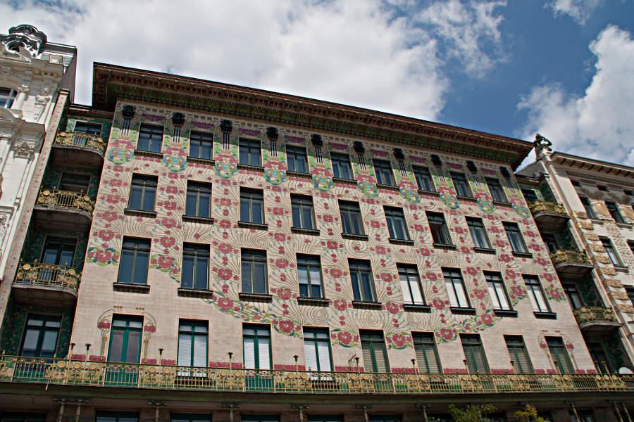 Jugendstil-Fassade an der Linken Wienzeile am Naschmarkt Wien