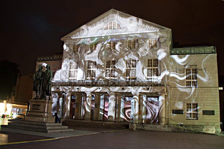 Klang- und Lichtkunst im Rücken von Goethe und Schiller - am DNT in Weimar