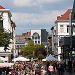 Marktgetümmel rund um das Theater in Antwerpen